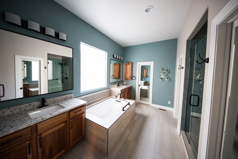 Salle de bain bois : le guide pour réussir